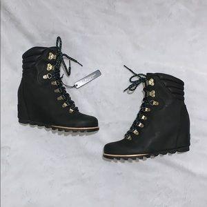 Sorel Conquest Black Wedge Boots Sz 8
